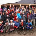 Jung, dynamisch, verrückt und weltoffen – unser Earthship Team