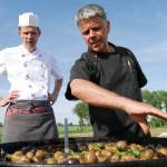 … und auch hier muss gefeiert werden – z.B. das Kartoffelfest mit zwei unserer Köche, Frank und Volker.