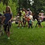 Bernd Seifried mit seinen Eseln hat die Kids begeistert